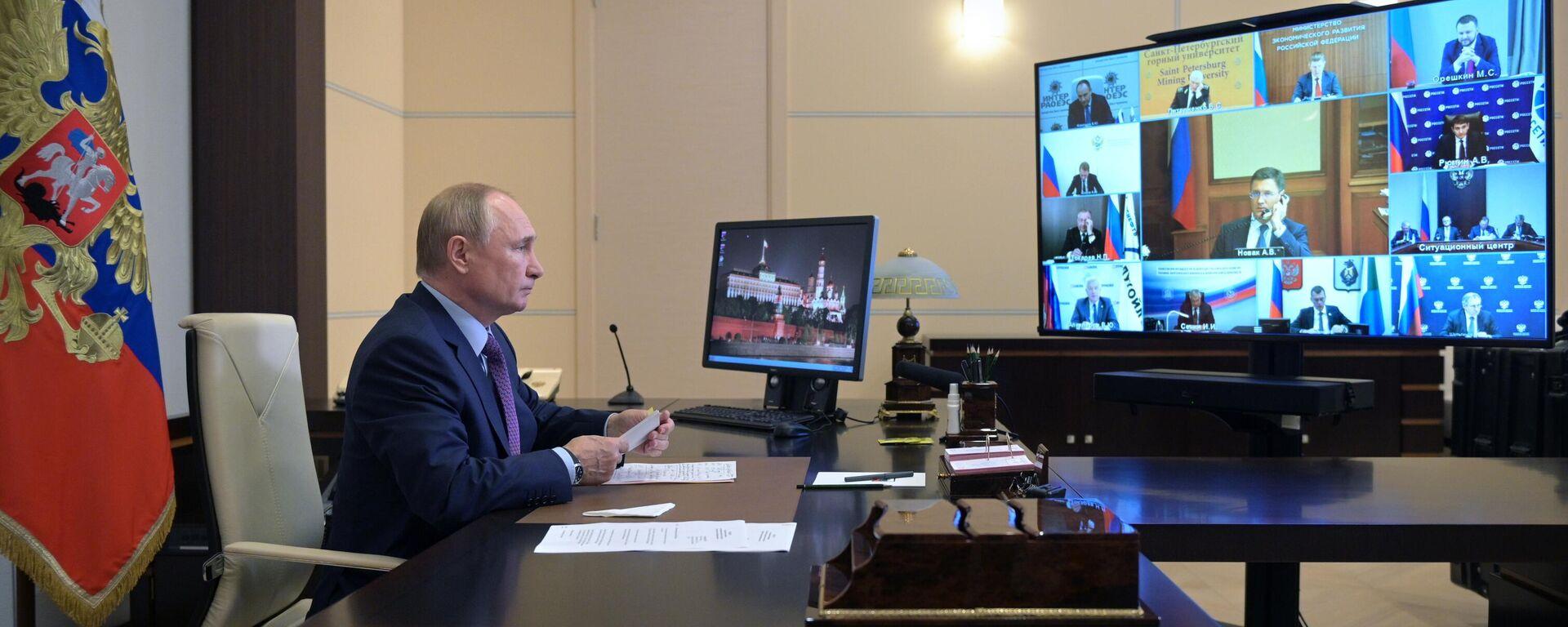 Президент РФ В. Путин провел совещание по вопросам развития энергетики - Sputnik Азербайджан, 1920, 07.10.2021