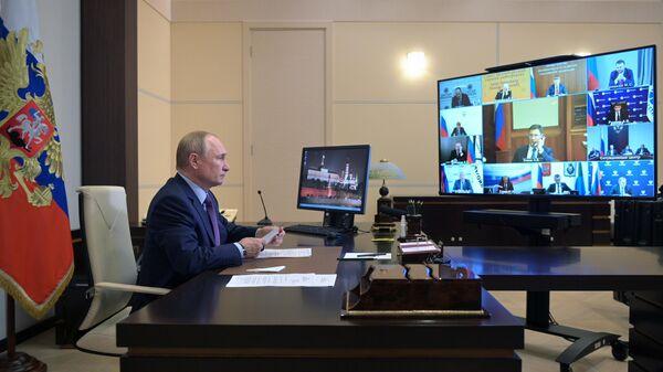 Президент РФ В. Путин провел совещание по вопросам развития энергетики - Sputnik Азербайджан