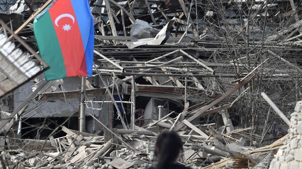Дом, разрушенный в результате обстрелов города Гянджа. - Sputnik Азербайджан