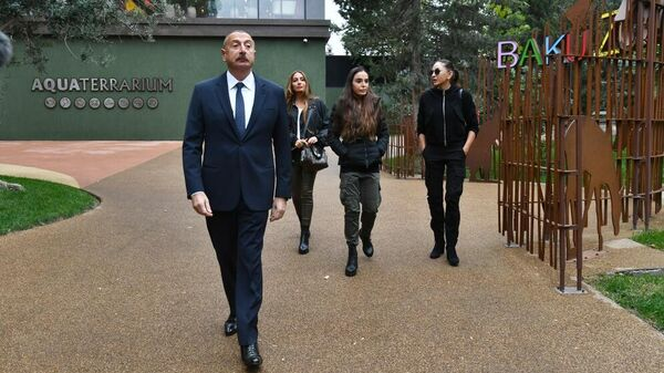 Президент Ильхам Алиев и Первая леди Мехрибан Алиева приняли участие в открытии Бакинского зоологического парка после реконструкции - Sputnik Азербайджан
