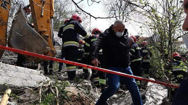 Спасательные работы на месте обвала жилого дома в Батуми - Sputnik Азербайджан