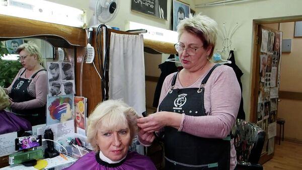 Стрижки парикмахера собирают сотни тысяч просмотров в TikTok - Sputnik Азербайджан