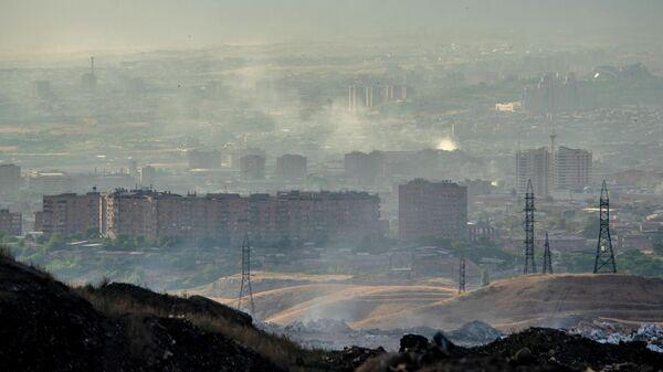 Вид на город с мусорной свалки на окраине Еревана - Sputnik Азербайджан