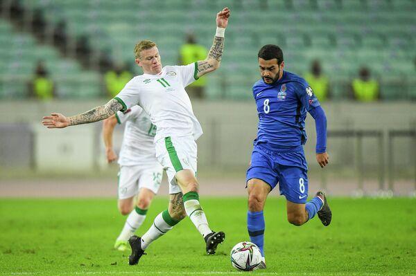 Интересно, что Джанни Де Бьязи воздерживался от замен до 63-й минуты, тогда как его ирландский коллега Стивен Кенни при счете 2:0 в свою пользу первую замену сделал уже вначале второго тайма. - Sputnik Азербайджан
