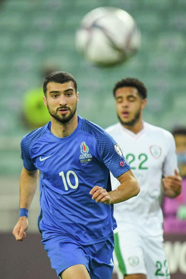 Тем не менее, вышедшие на замену нападающие Рамиль Шейдаев, Араз Абдуллаев и Ренат Дадашов кардинальных изменений в игру не внесли. - Sputnik Азербайджан