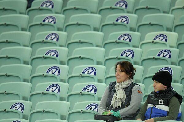 На Бакинский олимпийский стадион пришло очень мало фанатов, и, учитывая масштабы арены, казалось, что болельщиков на трибунах вовсе нет. - Sputnik Азербайджан