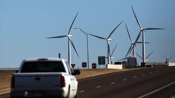 Ветряная электростанция в Колорадо-Сити, США - Sputnik Азербайджан