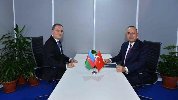 Министры иностранных дел Азербайджана и Турции Джейхун Байрамов и Мевлют Чавушоглу  - Sputnik Азербайджан