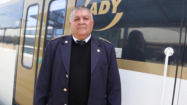 53-летний железнодорожник Махаббат Аббасов, - Sputnik Азербайджан