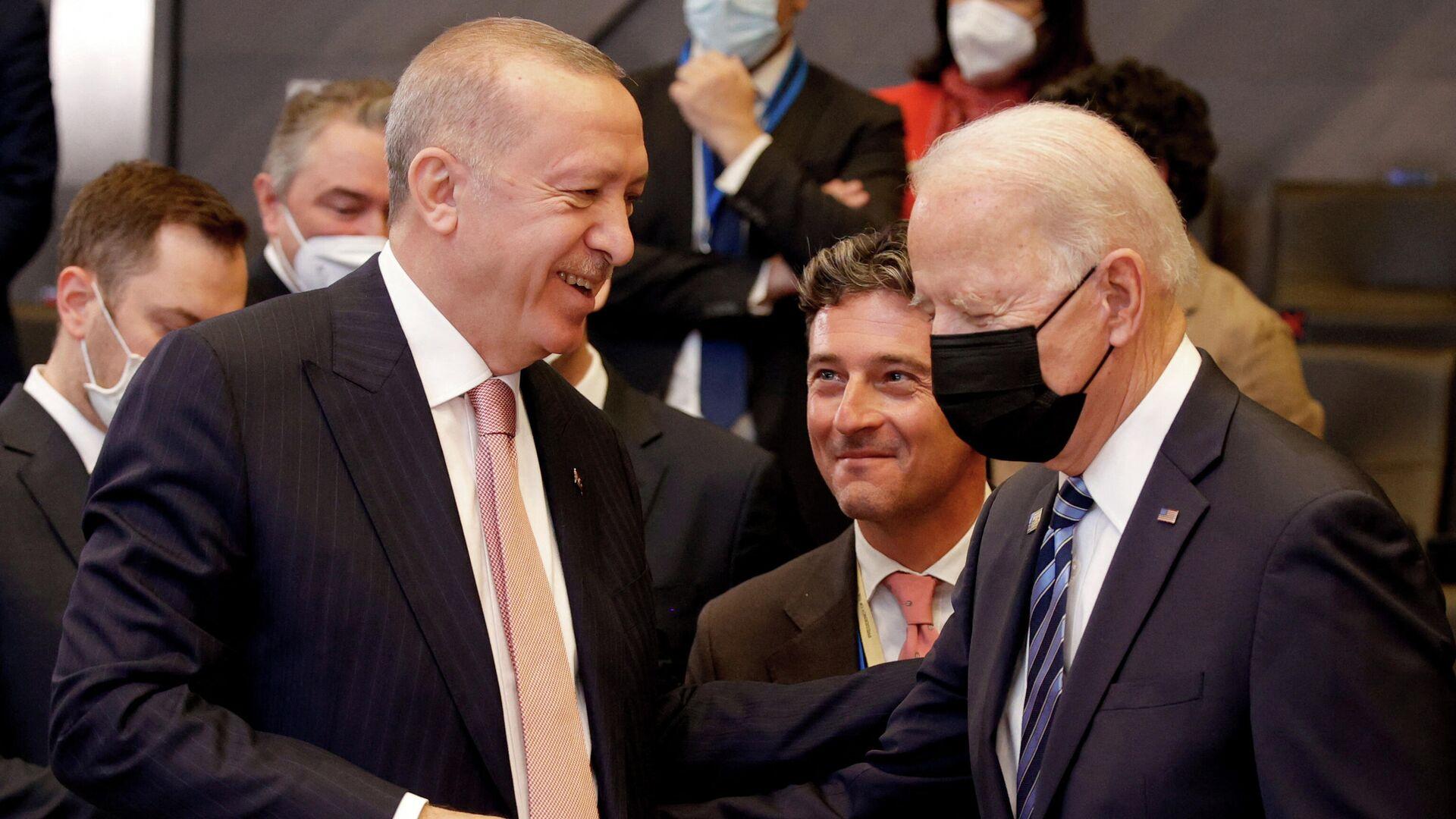 Президент США Джо Байден с Президентом Турции Реджепом Тайипом Эрдоганом - Sputnik Азербайджан, 1920, 12.10.2021