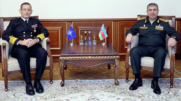 Министр обороны генерал-полковник Закир Гасанов встретился с Бюлентом Тураном - Sputnik Азербайджан