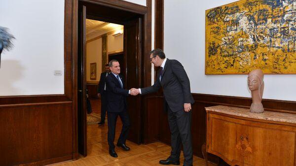Министр иностранных дел Азербайджана Джейхун Байрамов с президентом Сербии Александром Вучичем - Sputnik Азербайджан