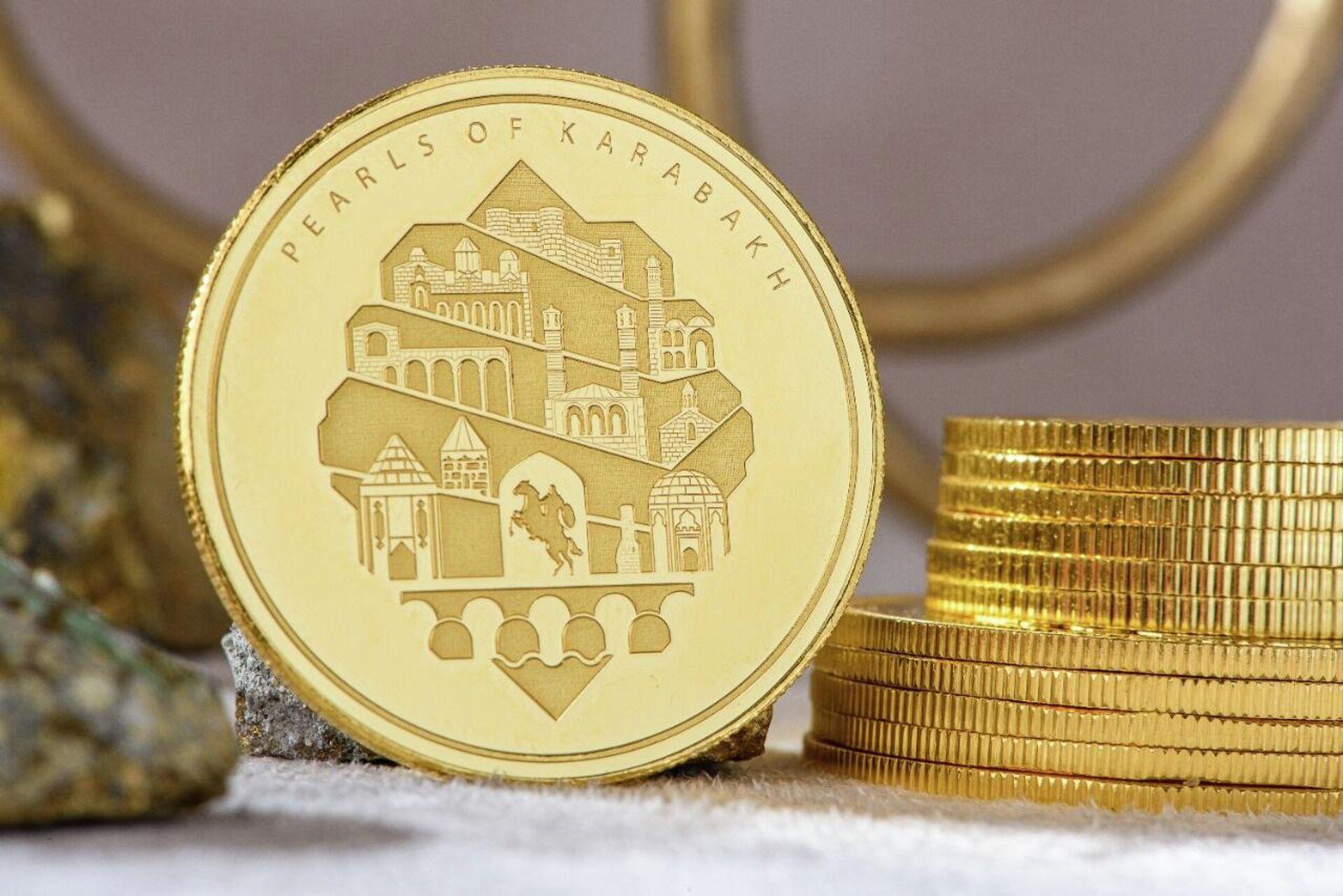 Серия золотых монет, посвященная победе Азербайджана во второй Карабахской войне - Sputnik Азербайджан, 1920, 13.10.2021
