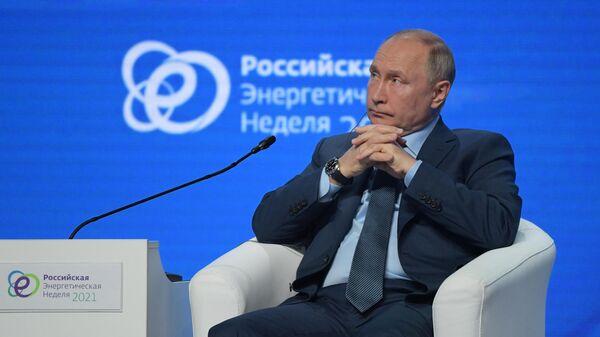 Президент РФ Владимир Путин на Российской энергетической неделе - Sputnik Азербайджан