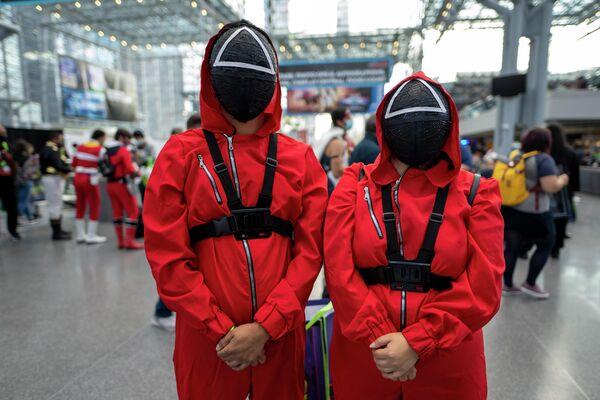Поклонники сериала по всему миру запускают флешмобы, а теперь еще начали покупать одежду, похожую на ту, которую носят главные герои. - Sputnik Азербайджан