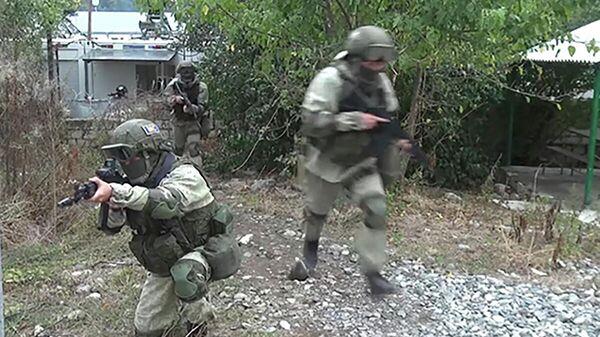 Комплексная тренировка с российскими миротворцами на наблюдательных постах - Sputnik Азербайджан