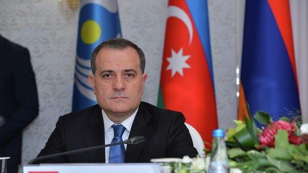 Министр иностранных дел Азербайджана Джейхун Байрамов во время заседания Совета министров иностранных дел СНГ - Sputnik Азербайджан