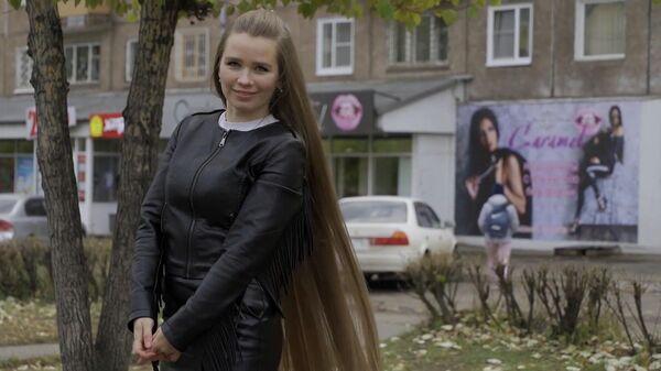 Русская Рапунцель отрастила волосы длиной полтора метра - Sputnik Азербайджан