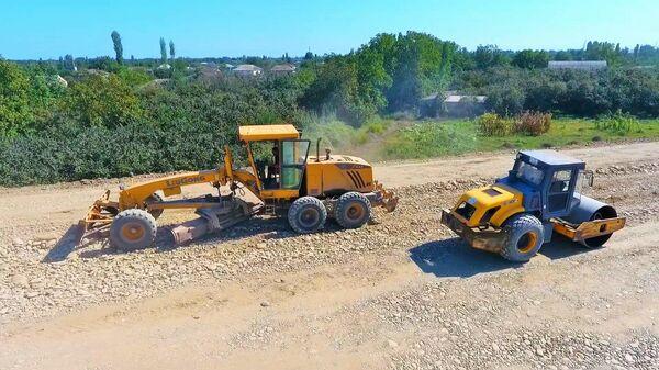 Работы по расширению автомобильной дороги между контрольно-пропускными пунктами Ханоба и Самур - Sputnik Азербайджан
