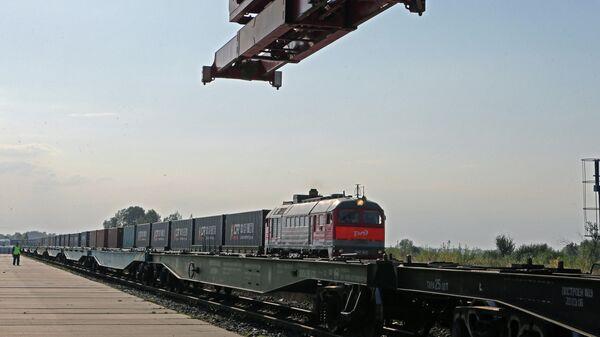 Контейнерный поезд  - Sputnik Азербайджан