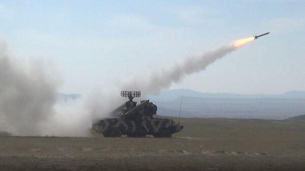 Подразделения ПВО азербайджанской армии проводят боевые стрельбы - Sputnik Азербайджан