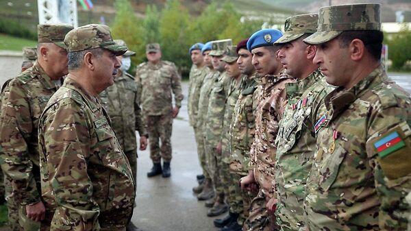 Министр обороны генерал-полковник Закир Гасанов посетиль новосозданную оперативную воинскую часть коммандос - Sputnik Азербайджан