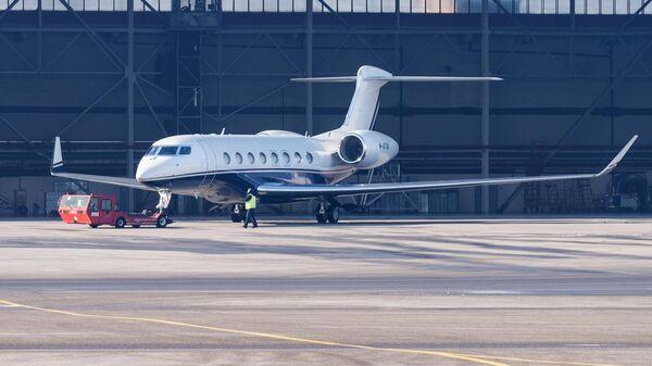 Самолет в аэропорту Алматы - Sputnik Азербайджан