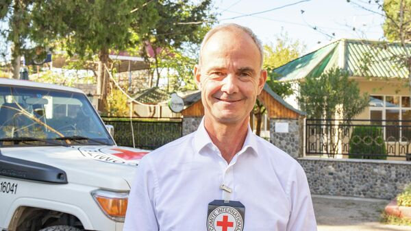 Вице-президент Международного комитета Красного Креста Жиль Карбонье - Sputnik Азербайджан