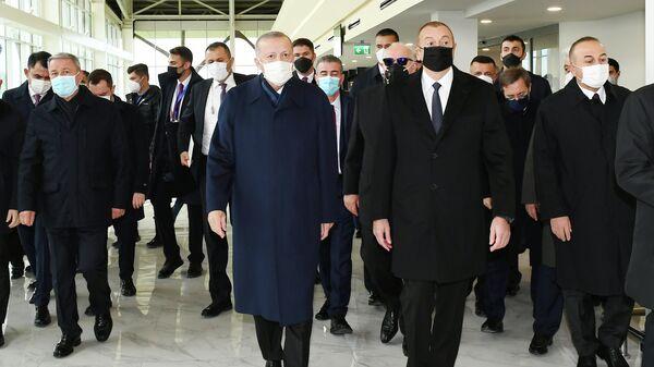 Реджеп Тайип Эрдоган и Ильхам Алиев в аэропорту Физули - Sputnik Азербайджан