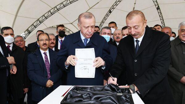 Президенты Азербайджана и Турции заложили фундамент автомобильной дороги Горадиз-Джебраил-Зангилан-Агбанд (Зангезурский коридор) - Sputnik Азербайджан