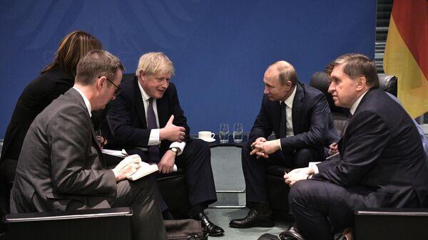 Vladimir Putin və Boris Conson, arxiv şəkli - Sputnik Azərbaycan