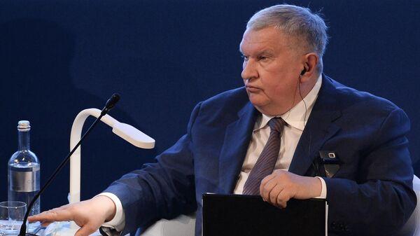 Директор, председатель правления, заместитель председателя совета директоров компании Роснефть Игорь Сечин - Sputnik Азербайджан