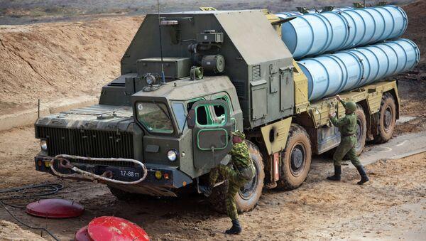 Разворачивание зенитно-ракетной системы С-300 - Sputnik Азербайджан