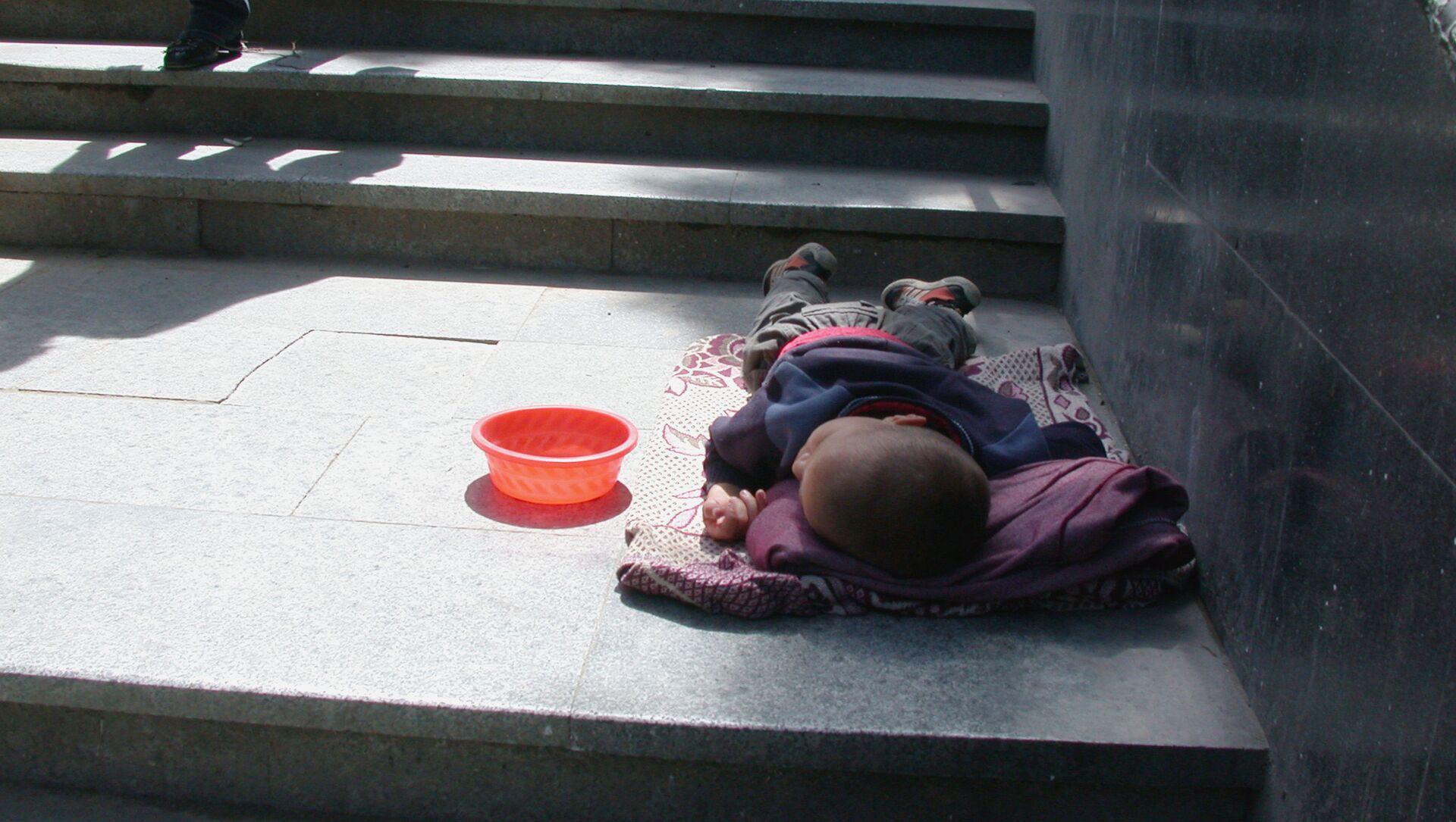 Бездомный ребенок - Sputnik Азербайджан, 1920, 16.04.2021