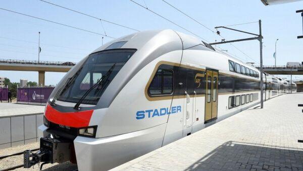 Новые современные электрические поезда доставлены в Азербайджан. Поезда будут работать по маршруту «Баку-Сумгайыт-Баку» - Sputnik Азербайджан