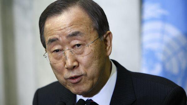 Генеральный секретарь ООН Пан Ги Мун выступает перед журналистами в штаб-квартире ООН в Нью-Йорке - Sputnik Azərbaycan