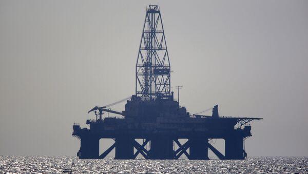 Нефтяная платформа в Каспийском море - Sputnik Азербайджан