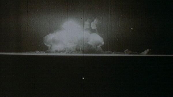 Начало ядерного века. Первая американская атомная бомба в архивных кадрах - Sputnik Азербайджан