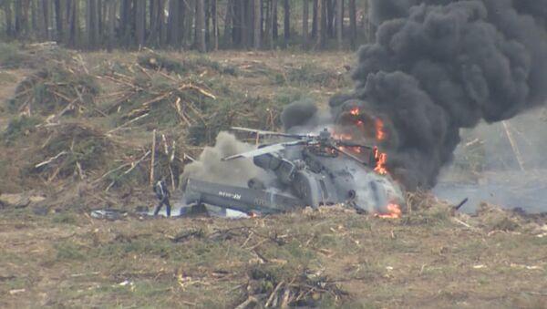 Кадры падения вертолета Ми-28Н на авиашоу в Рязани - Sputnik Azərbaycan