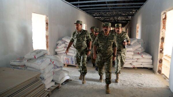 Министр обороны Азербайджана Закир Гасанов посетил строящиеся объекты в прифронтовой зоне - Sputnik Азербайджан