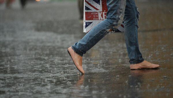 Сильный дождь в Москве - Sputnik Азербайджан