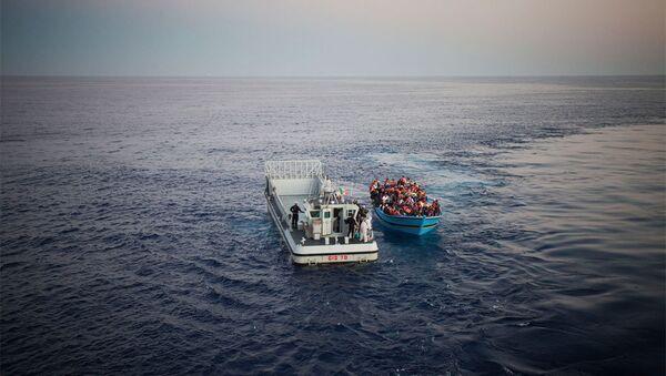 Мигранты в Средиземном море - Sputnik Азербайджан