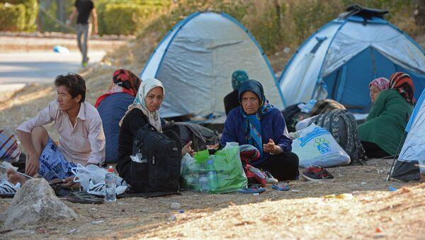 Мигранты с Ближнего Востока на острове Лесбос в Греции - Sputnik Азербайджан