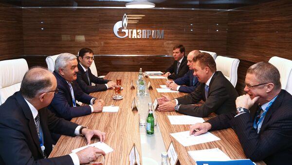 Главы SOCAR и Газпрома Ровнаг Абдуллаев и Алексей Миллер провели встречу. - Sputnik Азербайджан