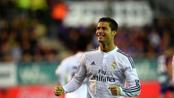 Real Madrid's Cristiano Ronaldo celebrates a goal during their Spanish first division soccer match against Eibar at Ipurua stadium in Eibar November 22, 2014. - Sputnik Азербайджан