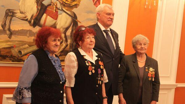 Губернатор Санкт-Петербурга встретился в Баку с блокадниками - Sputnik Азербайджан