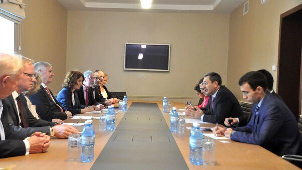 Встреча заместителя министра иностранных дел Азербайджана Халафа Халафова с делегацией Германии - Sputnik Азербайджан