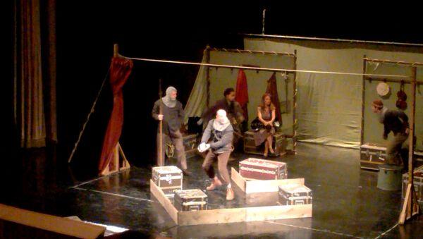 Шекспировский Гамлет на сцене азербайджанского театра - Sputnik Азербайджан