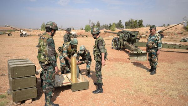 Crews of 130 mm guns of the 10th Division, 2nd Corps of the Syrian Arab Army are deployed off Katana, Damascus Province - Sputnik Azərbaycan