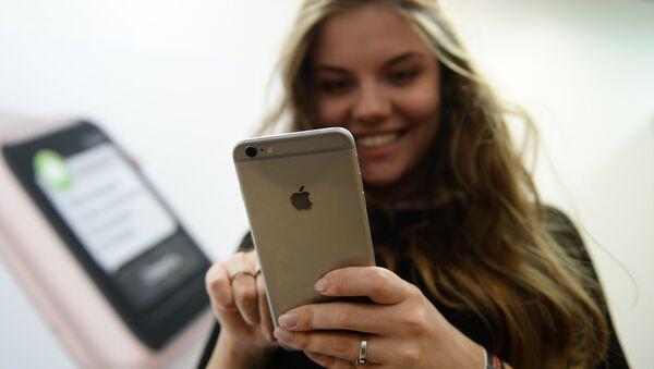 Старт продаж новых iPhone 6s и iPhone 6s Plus в Москве - Sputnik Азербайджан